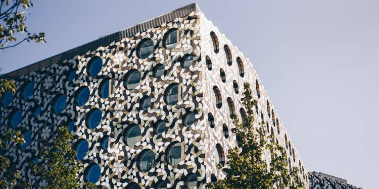 The outside of Ravensbourne building
